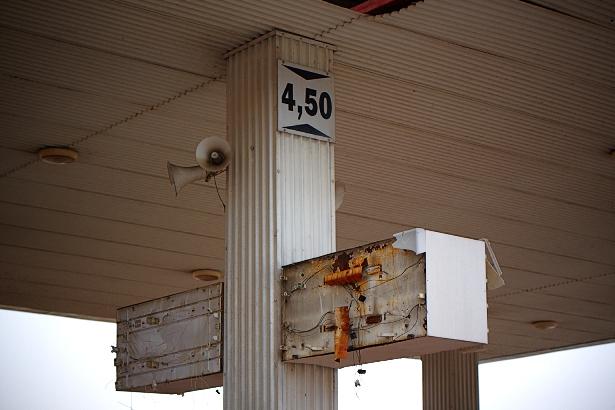 Opuszczona stacja benyznowa przy Wolborskiej