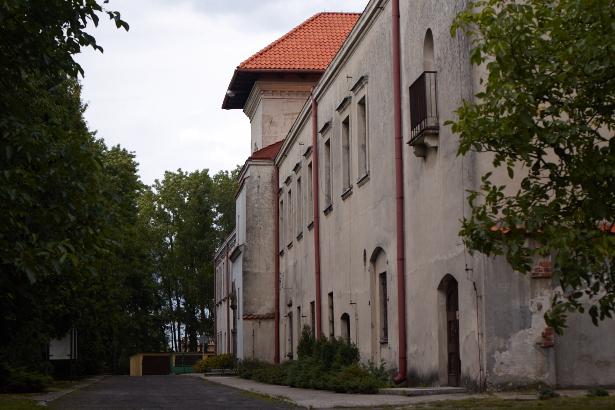 Pałac i zamek w Bykach