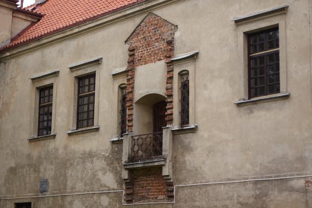 Środkowa część zamek w Bykach